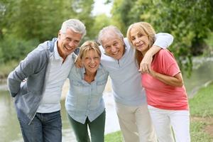 Niewielka grupa przyjaciół wystarczy, by czuć się szczęśliwym w starszym wieku [© goodluz - Fotolia.com]