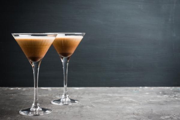 Niewielkie ilości alkoholu i kawy wydłużą życie [Fot. maxandrew - Fotolia.com]