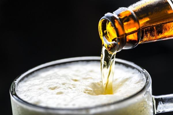 Niewielkie ilości alkoholu pomogą obniżyć poziom insuliny? [fot. rawpixel z Pixabay]