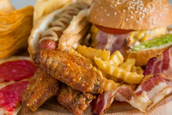 Niewłaściwa dieta zabija więcej ludzi niż papierosy [Fot. anaumenko - Fotolia.com]
