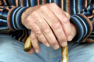 Niezależność na starość - zapewnią ją zdrowe kości [Fot. flashpics - Fotolia.com]