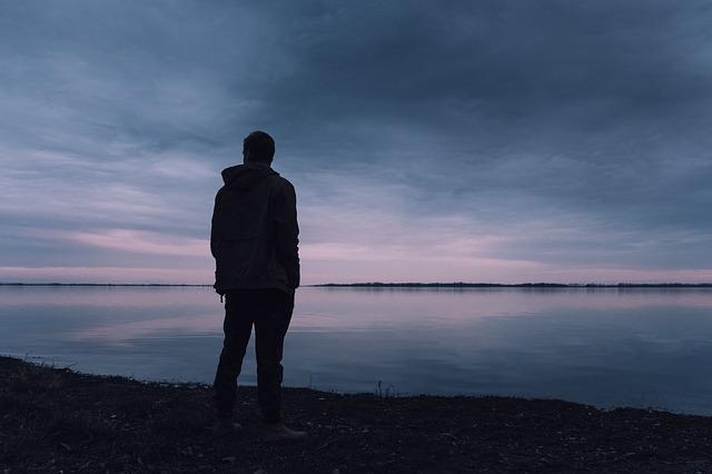 Niezdolność do odczuwania przyjemności (anhedonia) wczesną oznaką demencji [fot. Lukas_Rychvalsky from Pixabay]