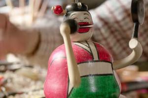 Niezwykłe drewniane zabawki robione przez 80-letniego Japończyka [fot. Al Jazeera English]