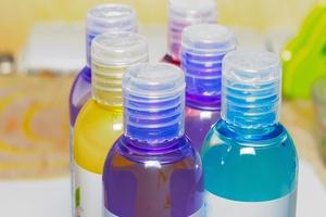 Niezwykłe zastosowania szamponu - 7 pomysłów [Szampon, © kolyadzinskaya - Fotolia.com]