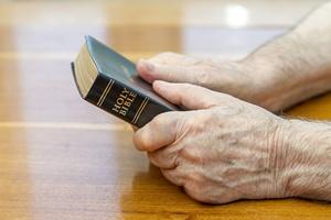 Niezwykłe znalezisko w używanej Biblii  [© manaemedia - Fotolia.com]