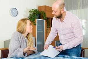 Niszcz�cy konflikt o pieni�dze. Co szesnaste  ma��e�stwo zagro�one rozwodem [© JackF - Fotolia.com]