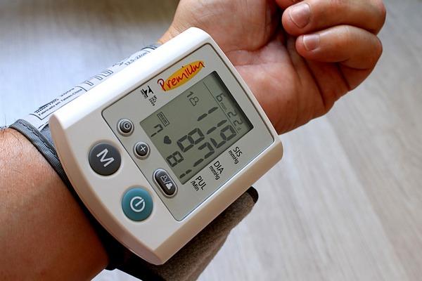 Niższe ciśnienie krwi to mniejsze ryzyko demencji [fot. Adriano Gadini z Pixabay]