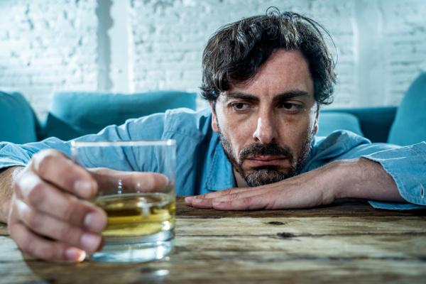 Nowe wskaźniki picia alkoholu: już teraz niemal połowa ludzi pije [Fot. samuel - Fotolia.com]
