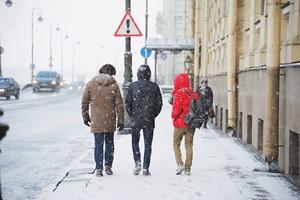 Oblodzony chodnik: kto odpowiada za szkody? [Zima w mieście, © raisondtre - Fotolia.com]