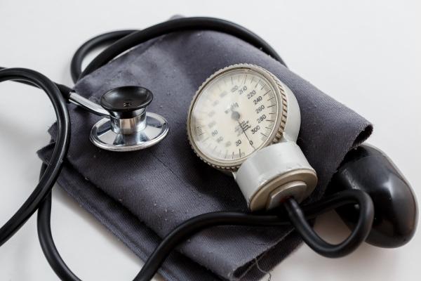 Obniżenie ciśnienia pomaga uchronić się przed demencją? [Fot. Azat - Fotolia.com]