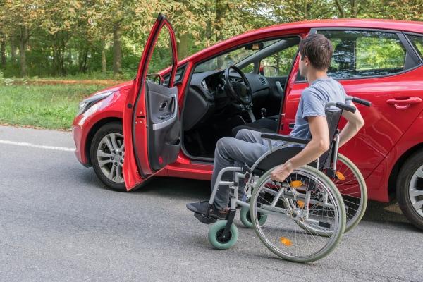Obowiązki i uprawnienia niepełnosprawnych kierowców [Fot. vchalup - Fotolia.com]