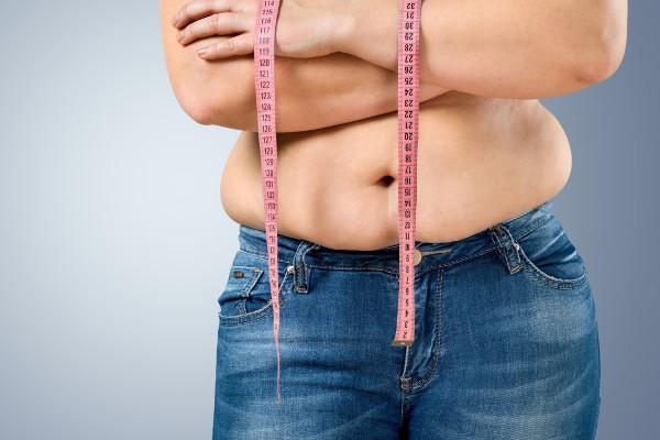 Odchudzanie. Jak poradzić sobie z nadmiarem skóry na brzuchu? [Fot. BillionPhotos.com - Fotolia.com]