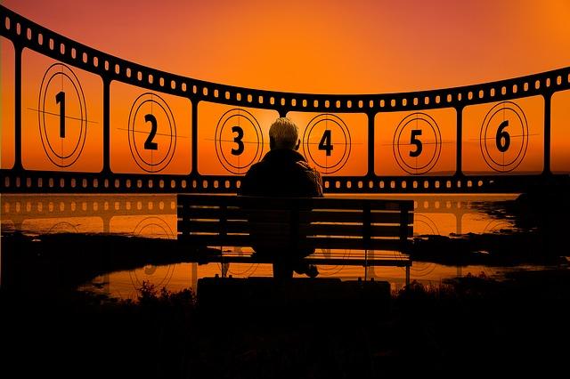 Oglądanie filmów ułatwia radzenie sobie z problemami i sprawia, że jesteśmy lepsi  [fot. Gerd Altmann from Pixabay]
