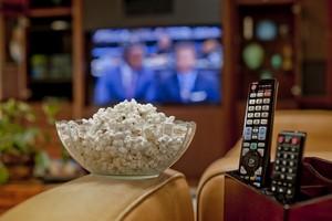 Oglądasz telewizję? Rób to produktywnie. Oto 8 wskazówek [© Christian Delbert - Fotolia.com]