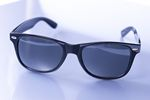 Okulary: ciemne nie zawsze znaczą przeciwsłoneczne [© Patryk Kosiński - Fotolia.com]