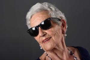 Okulary przeciwsłoneczne. Kupuj bezpieczne produkty [Fot. curto - Fotolia.com]