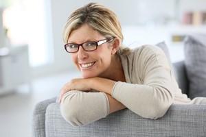 Okulary: wyeksponuj swój charakter dzięki oprawkom [© goodluz - Fotolia.com]