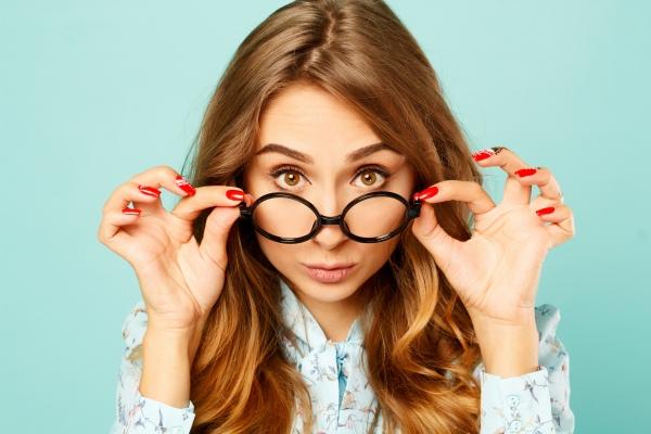 Okulary z Internetu. Dlaczego to niebezpieczne dla twojego wzroku? [Fot. Oleksandra Voinova - Fotolia.com]