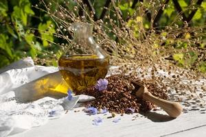 Olej lniany dla zdrowia i urody [© tachinskamarina - Fotolia.com]