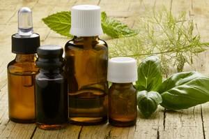 Olejki eteryczne o zio�owym zapachu [© Comugnero Silvana - Fotolia.com]