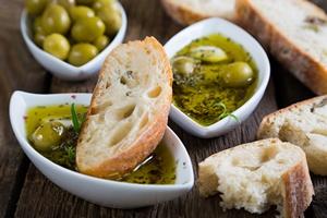 """Oliwa z oliwek - """"środek"""" na poprawę pamięci i nie tylko... [© Ruslan Mitin - Fotolia.com]"""