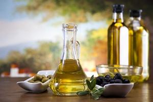 Oliwa z oliwek obniża poziom cukru i cholesterolu we krwi [© Sebastian Duda - Fotolia.com]