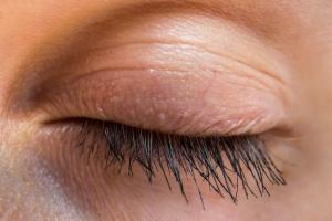 Opadająca powieka: ukryj problem za pomocą makijażu [Fot. andriano_cz - Fotolia.com]