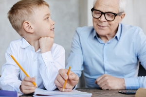 Opieka nad wnukiem zmniejsza ryzyko demencji [Fot. Viacheslav Iakobchuk - Fotolia.com]
