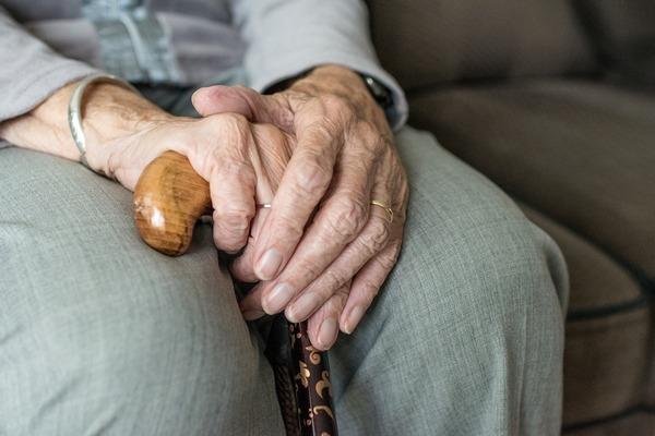 Osłabienie na starość - zabiera sprawność i niezależność [fot.  Sabine van Erp z Pixabay]