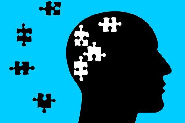 Osłabienie pamięci związane z wiekiem czy początki demencji - jak je odróżnić? [fot. Tumisu from Pixabay]