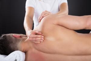 Osteopatia: przez dotyk po zdrowie [Fot. Andrey Popov - Fotolia.com]