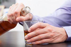 Ostrożnie z alkoholem. Nadmiar sprzyja demencji [© Photographee.eu - Fotolia.com]