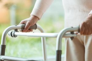 """Oto, dlaczego słabniemy na starość - nerwy i mięśnie przestają """"współpracować"""" [Fot. Photographee.eu - Fotolia.com]"""