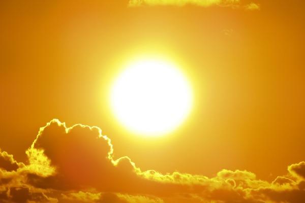 Otyłość może być leczona... światłem słonecznym? [fot. Dimitris Vetsikas z Pixabay]