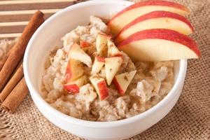 Owsianka lepszym śniadaniem niż płatki zbożowe [© timolina - Fotolia.com]
