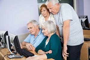 PKP edukują Seniorów [© Tyler Olson - Fotolia.com]