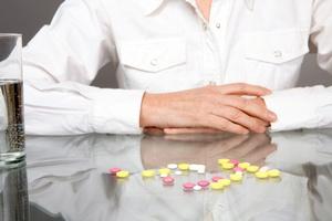 Pacjentki przedawkowują leki przeciwbólowe [© iceteastock - Fotolia.com]