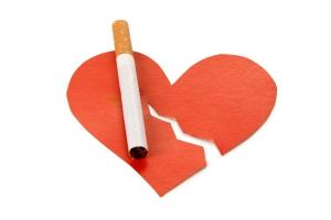 Palenie papierosów zaburza pracę serca [Fot. Nikołaj Grigoriew - Fotolia.com]