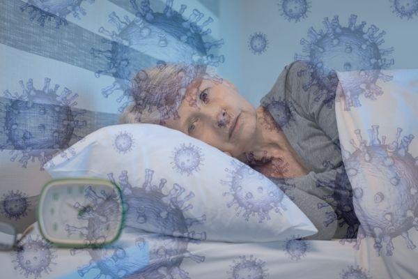 Pandemia COVID-19 wywołała zaburzenia snu [fot. collage Senior.pl / Canva]