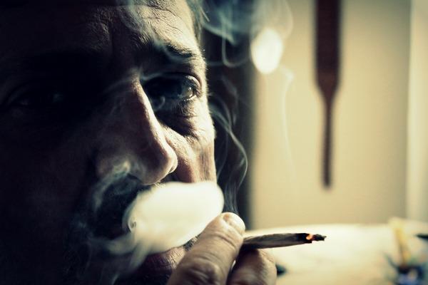 Papierosy wywołują depresję? [fot. tatlin z Pixabay]