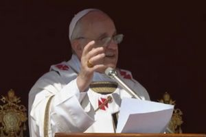 Papież Franciszek lepiej ubrany od Bradleya Coopera [fot. CTV]