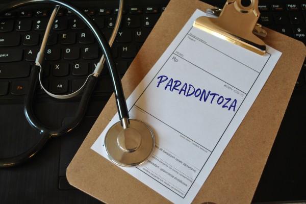 Parodontoza - choroba starszych osób? Nie!  [Fot. bnorbert3 - Fotolia.com]