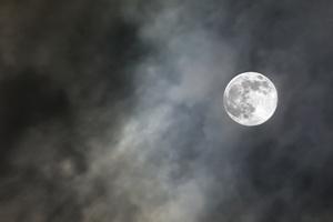 Pełnia Księżyca a bezsenność [© ArtThailand - Fotolia.com]