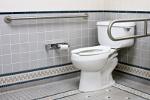 Pełnosprawni w domu: łazienka dla niepełnosprawnych [© Dave Willman - Fotolia.com]