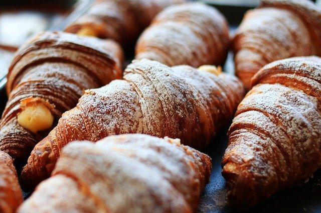 Pieczywo z przetworzonego ziarna i słodycze sprzyjają bezsenności [fot.  현국 신 from Pixabay]