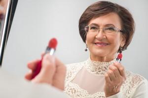 Piękna na balu w każdym wieku - fryzura i makijaż [© Iurii Sokolov - Fotolia.com]