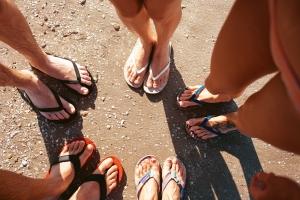 "Piękne stopy w ""japonkach"" [Fot. Kirill Grekov - Fotolia.com]"