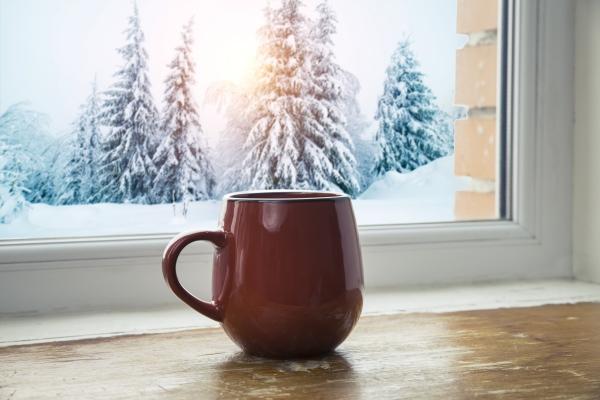 Pierwsze objawy przeziębienia. Zobacz, jak sobie z nimi poradzić przy pomocy rozgrzewającej herbaty [Fot. kishivan - Fotolia.com]