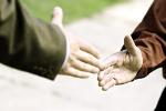 Pierwsze wrażenie istotne dla zachowań altruistycznych [© Alexey Klementiev - Fotolia.com]