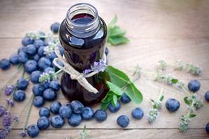Pij ten sok, a zachowasz w pełni sprawny mózg pomimo starości [© lola1960 - Fotolia.com]
